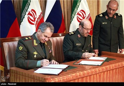 Iranian, Russian Defense Ministers Meet in Tehran