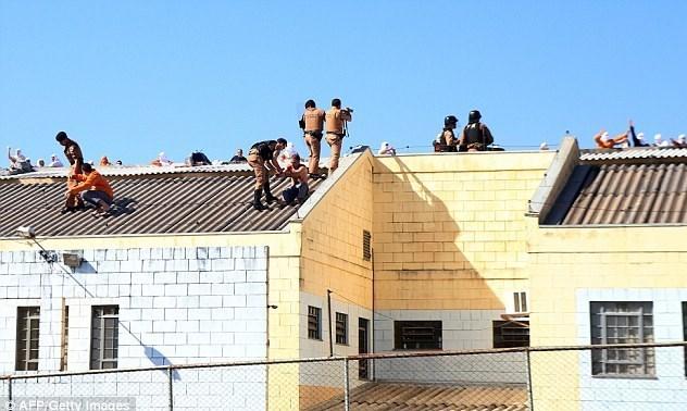 شورشیان یک زندان در برزیل همدیگر را سلاخی کردند + عکس