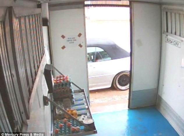 سرقت زوج BMWسوار از صندوق امانات یک مزرعه
