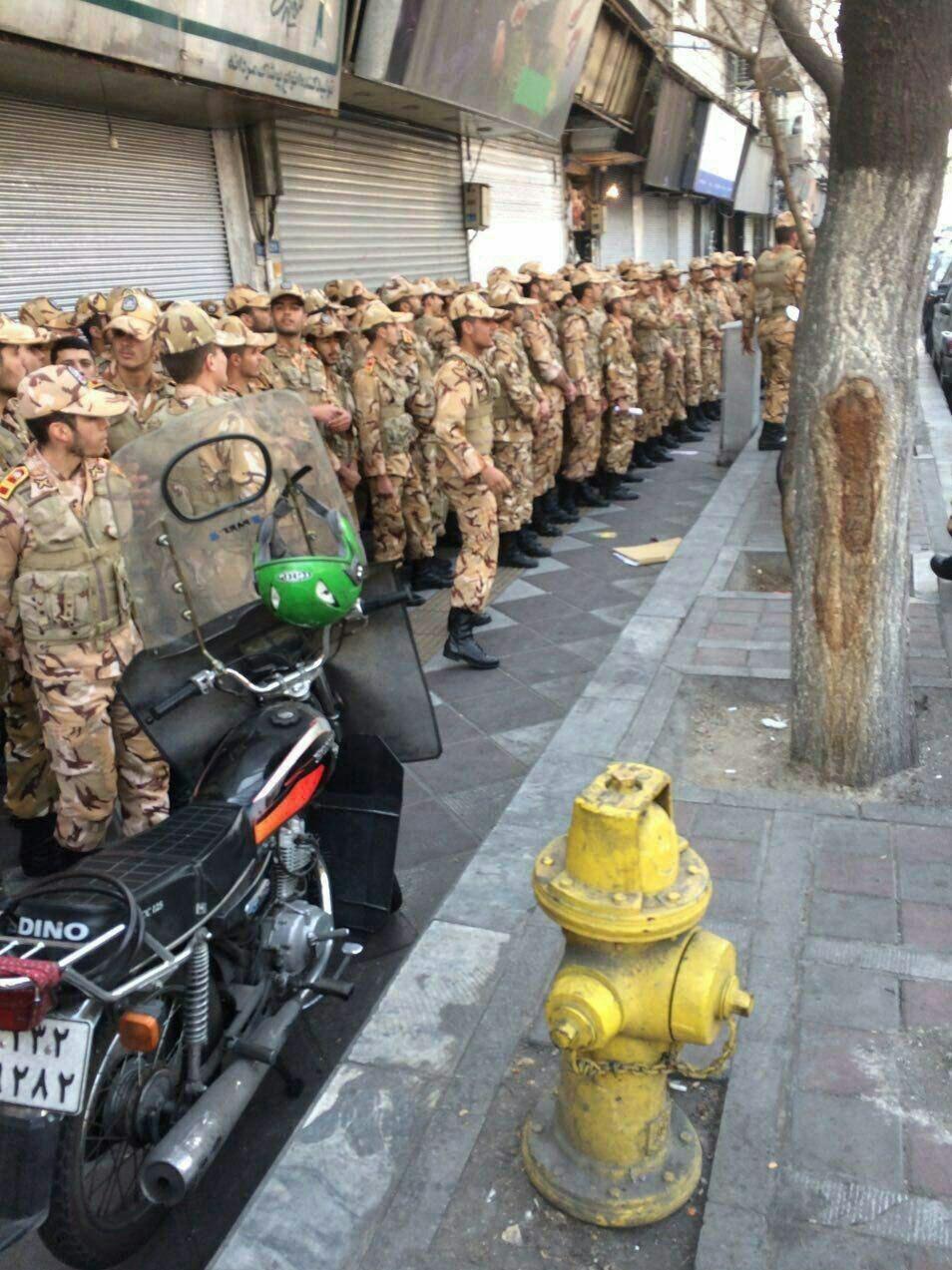 حضور یگانهایی از نیروی زمینی ارتش در محل ساختمان پلاسکو + عکس