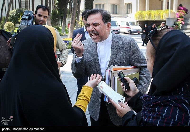 1396011614000190810451764 درگیری آخوندی با خبرنگار زن جنجال به پا کرد + تصاویر و کاریکاتور