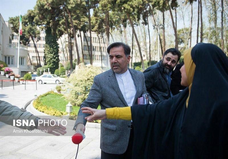 1396011614560732210452994 درگیری آخوندی با خبرنگار زن جنجال به پا کرد + تصاویر و کاریکاتور