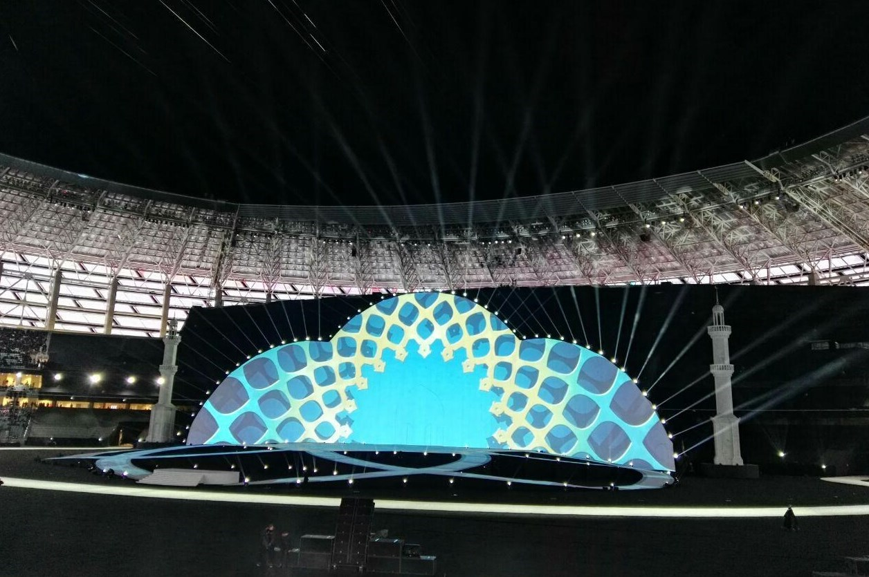 رژه کاروان ایران و تشویق آذربایجانیها/ صندلیهای خالی در ورزشگاه در روز افتتاحیه+ حواشی و تصاویر