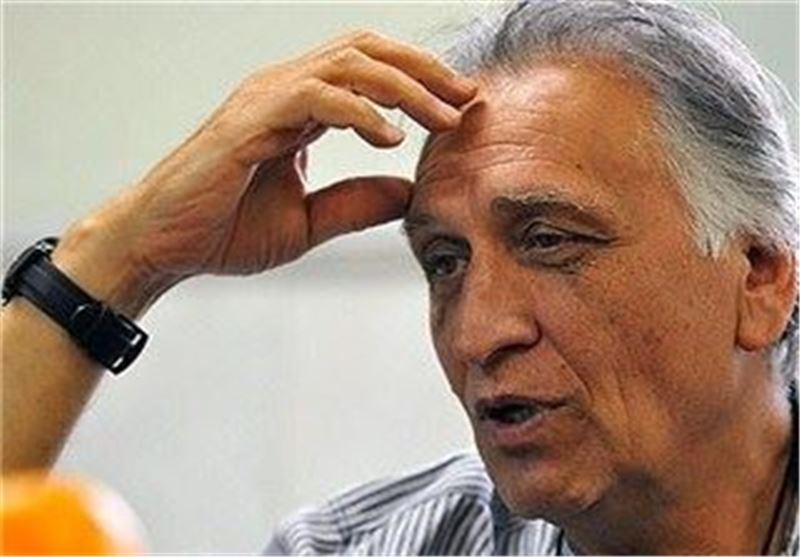 احمد نجفی: بازیگران را تهدید میکنند اسم انقلاب و نظام را نیاورند/ واقعاً در حقِ دفاعمقدس کوتاهی کردیم