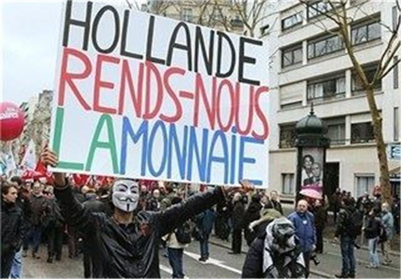 Thousands Take Part in Paris 'Day of Anger' Targeting President Hollande