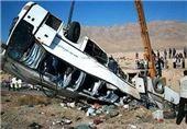 تصادف اتوبوس و کامیون در محور شیراز-کرمان 27 زخمی داشت