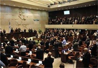 """تصویب قانون نژادپرستانه موسوم به """"دولت یهود"""" در پارلمان رژیم صهیونیستی/ نمایندگان عرب آن را پاره کردند +فیلم"""