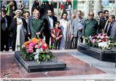 همایش میهمانی لالهها در 380 گلزار شهدای استان یزد برگزار شد