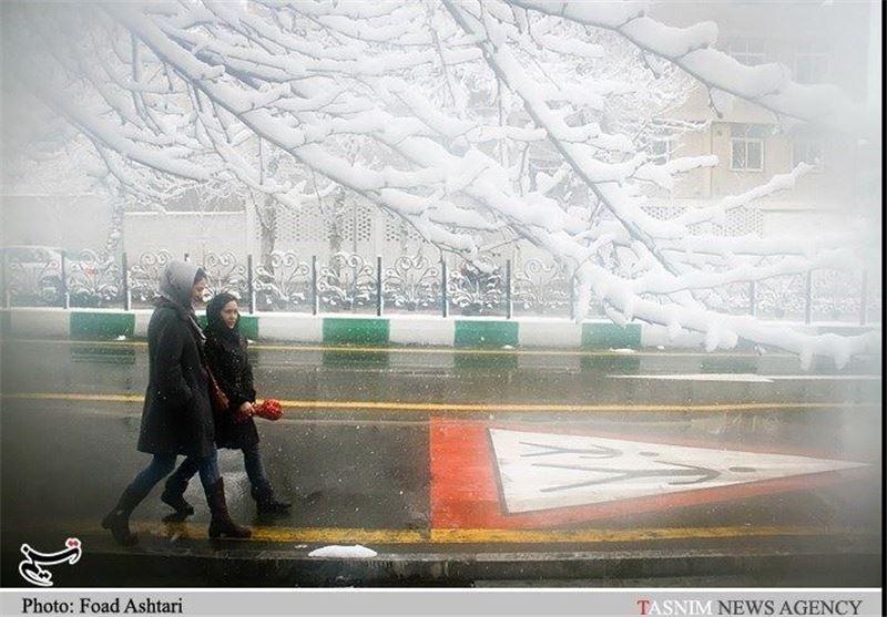 بارش برف سراسر اصفهان را سفیدپوش کرد