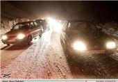 تردد روان در جاده های شمال/ بارش برف و باران در محورهای 18 استان