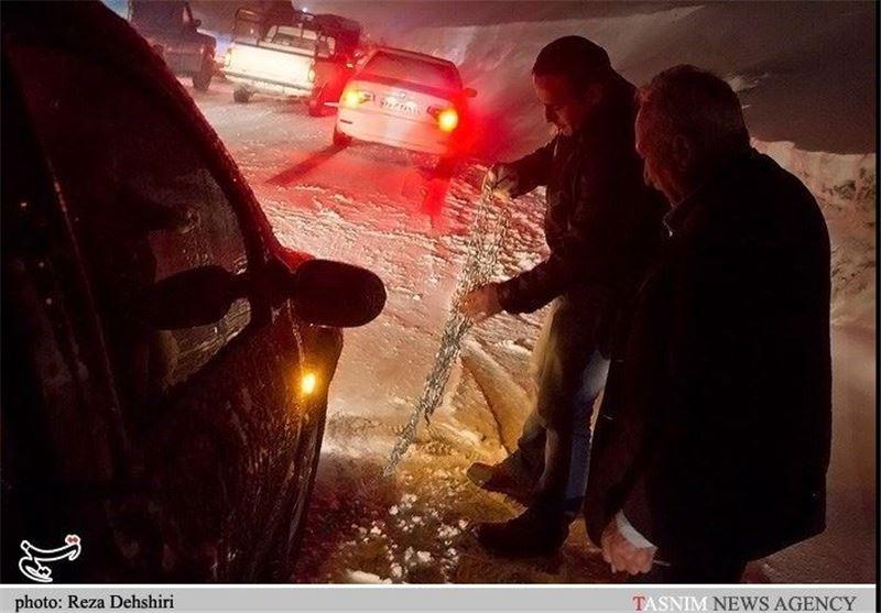 8 خودروی گرفتار در برف در ایلام نجات یافتند