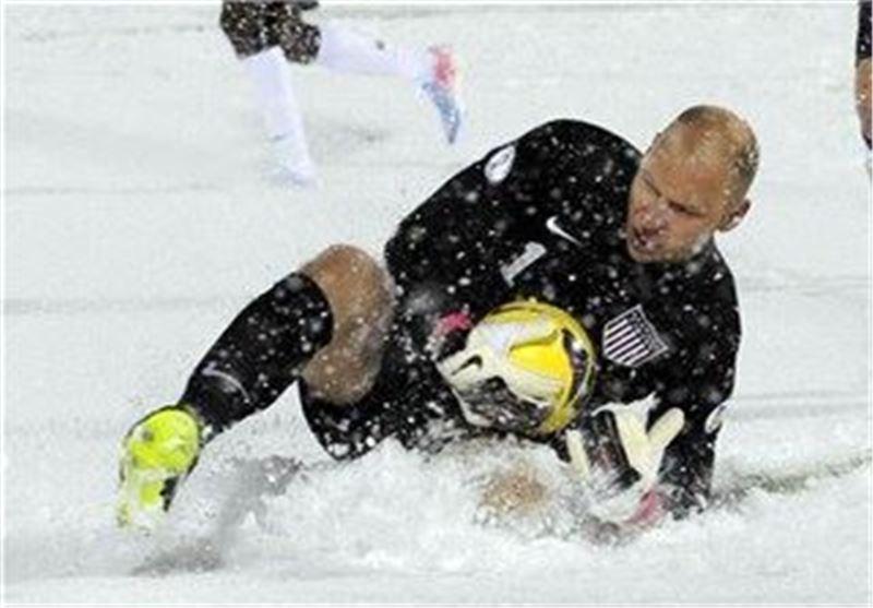 بازی تیم های ملی آمریکا و کاستاریکا در زیر بارش شدید برف