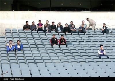 دیدار تیم های فوتبال استقلال و گهر درود بدون حضور تماشاگر