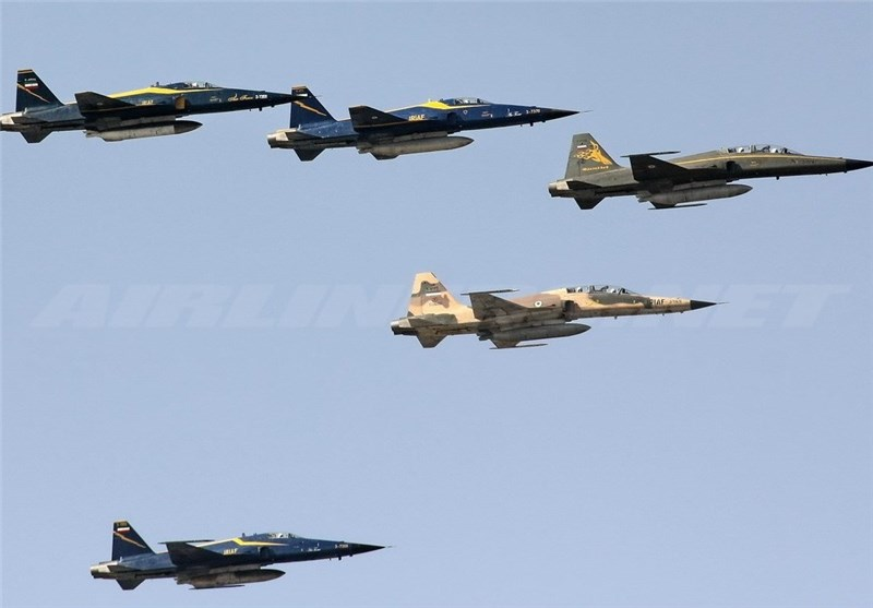 IRIAF Holds Aerial Parades on National Army Day