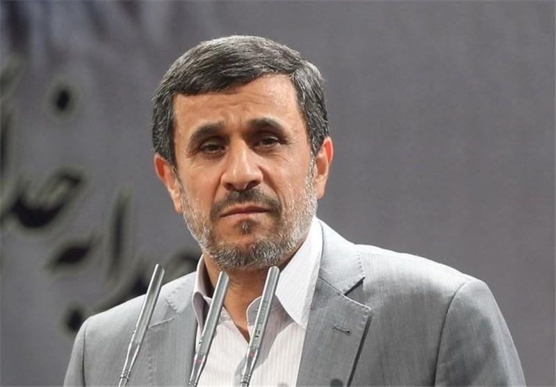 احمدینژاد برای بازدید از مناطق عملیاتی جنوب به اهواز رفت