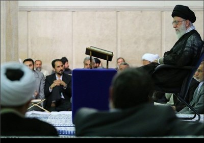 الإمام الخامنئی یستقبل المشارکین فی مسابقة القرآن الکریم الدولیة فی طهران
