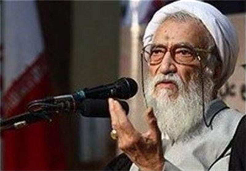 آیة الله موحدی کرمانی: شعبنا أثبت ولاءه ووفاءه للثورة الاسلامیة وقائدها مد ظله العالی