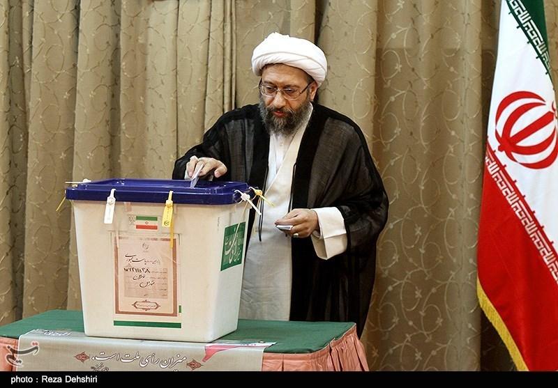 الانتخابات الایرانیة: رئیس السلطة القضائیة یدلى بصوته