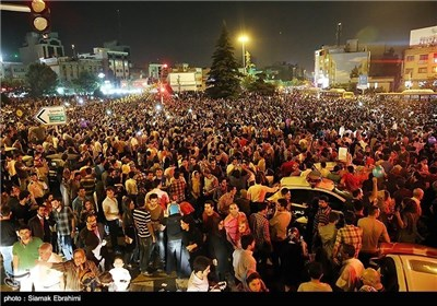 احتفالات شعبیة بفوز حسن روحانی برئاسة ایران