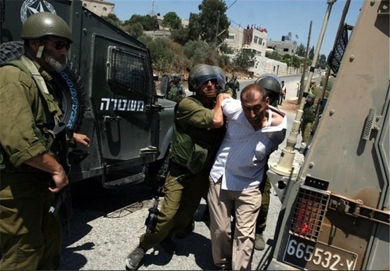 الاحتلال الصهیونی یعتقل فلسطینیین و یعتدی بالضرب على آخرین فی الخلیل