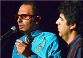 حسین علیشاپور «نوازشهای باد» را میخواند