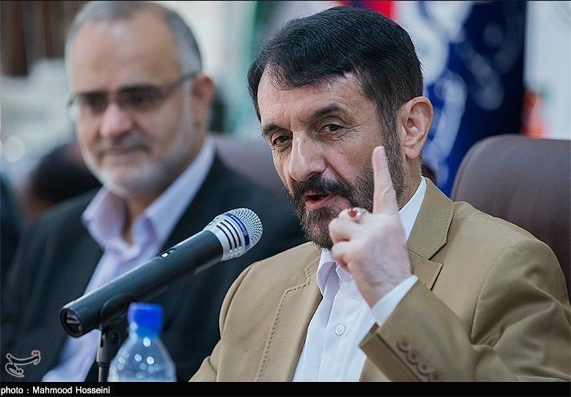 عضو مجمع تشخیص مصلحت نظام: مردم یکسال برابر تحریمها مقاومت کنند، آمریکا مجبور به تغییر مواضع میشود