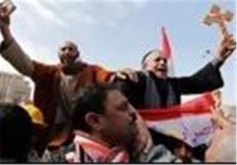 قسيس في ميدان التحرير