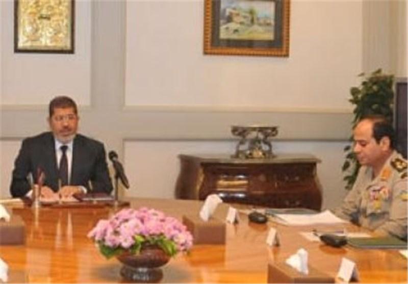 السیسی یبحث مع مرسی إجراءات خروجه من السلطة دون إراقة الدماء والرئیس یتغطرس ویرتبک !!