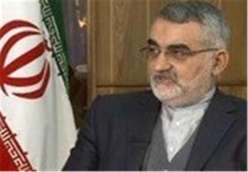 بروجردی: نواب الشعب یراقبون عدم تدخل بریطانیا فی شؤون ایران الداخلیة