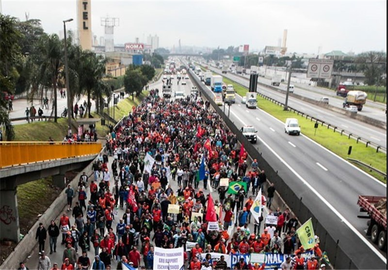 تظاهرات برزیلیها علیه هزینههای سفر پاپ به این کشور