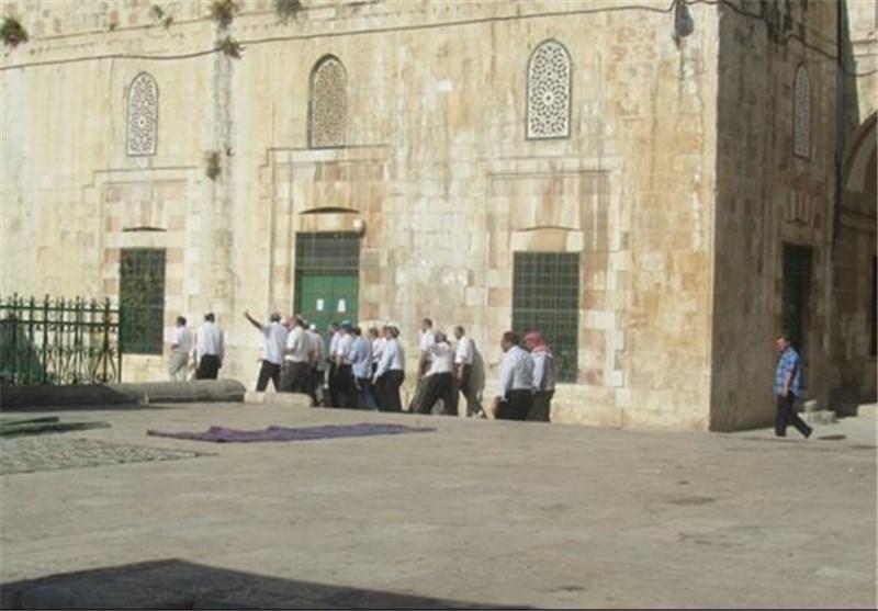 مؤسسة الاقصى تحذر بشدة من تعلیق لافتات على أحد أبواب الاقصى تدعو لبناء الهیکل