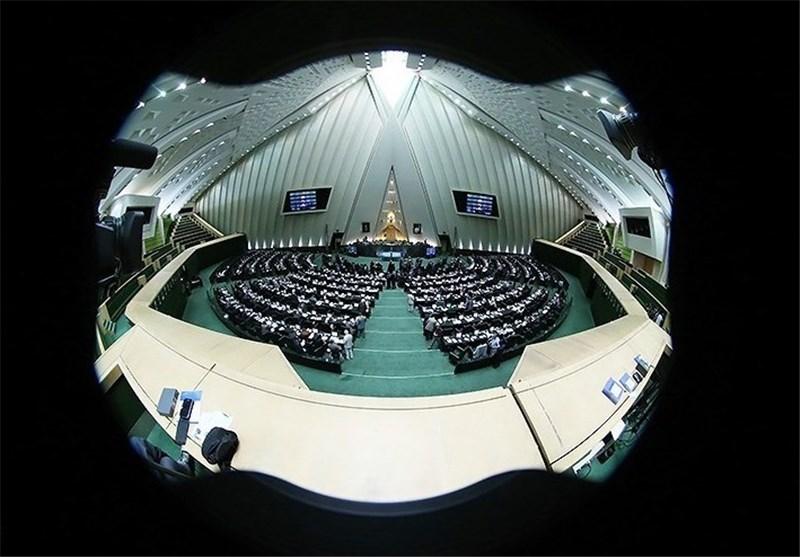 """انتقاد مجلس از """"توقیف به خاطر انتقاد"""""""