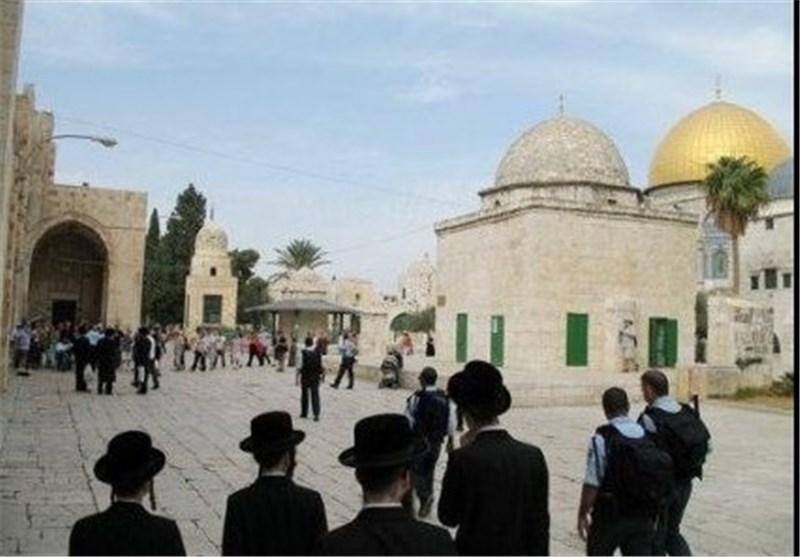 عشرات المستوطنین الصهاینة یقتحمون الیوم المسجد الأقصى