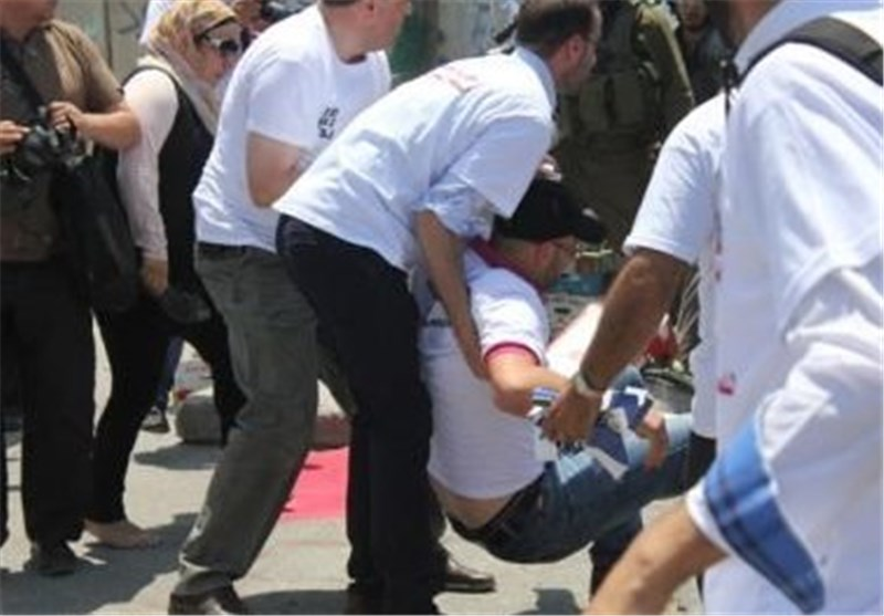 الاحتلال الصهیونی یقمع اعتصامًا للصحفیین على حاجز قلندیا + الصور