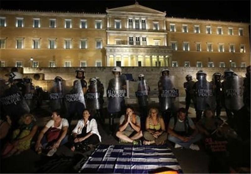 پارلمان یونان طرح اخراج هزاران کارمند دولتی را تصویب کرد