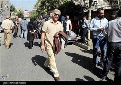 مسعود رایگان در تجمع سینماگران مقابل خانه سینما
