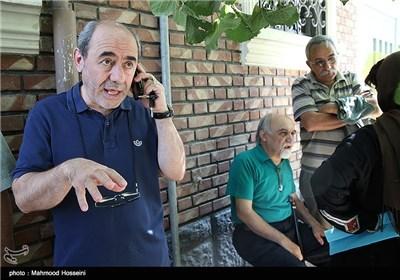 کمال تبریزی در تجمع سینماگران مقابل خانه سینما