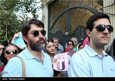 پارسا پیروزفر در تجمع سینماگران مقابل خانه سینما
