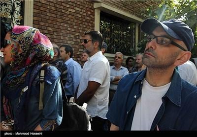 حبیب رضایی در تجمع سینماگران مقابل خانه سینما