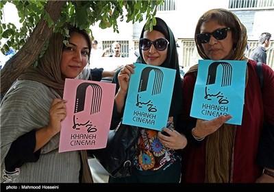 رویا تیموریان، فاطمه گودرزی و ستاره اسکندری در تجمع سینماگران مقابل خانه سینما