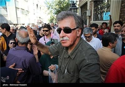 همایون اسعدیان در تجمع سینماگران مقابل خانه سینما