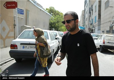 صابر ابر در تجمع سینماگران مقابل خانه سینما