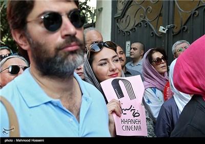 هانیه توسلی در تجمع سینماگران مقابل خانه سینما
