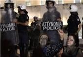 حمله معترضان یونانی به وزارت کار