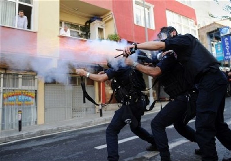 Turkey Police Disperse Protesters with Tear Gas