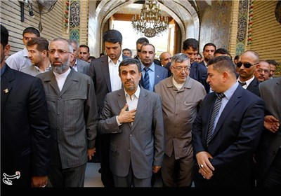 Iranian President Visits Shiite Shrines in Iraq