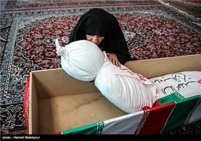 دیدار همسر شهید قدرت الله سرلک با پیکر او بعد از 30 سال