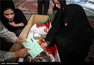 تحویل پلاک شهید قدرت الله سرلک به همسرش