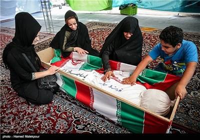 دیدار همسر، نوه و دخترخوانده های شهید قدرت الله سرلک با پیکر او بعد از 30 سال