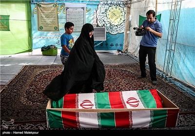 دیدار همسر و نوه ی شهید قدرت الله سرلک با پیکر او بعد از 30 سال